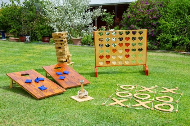 Lawns of Love – Giant Games